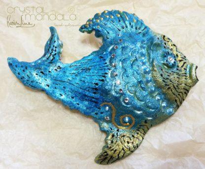 Pesce dipinto a mano, ippocampo realizzato a mano - Crystal-mandala. Pesci scolpiti a mano. Decorazioni in resina, sculture fatte a mano. Dipinte a mano. Clay fish, handmade fish. Ceramic fish.
